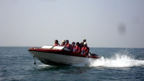 speed-boat-in Tarkarli